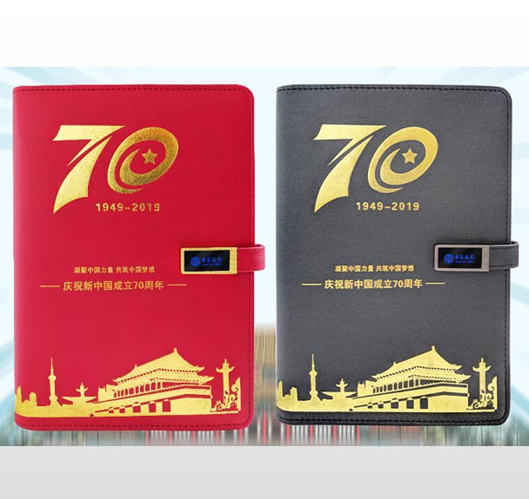 为庆祝国际70周年特别定制,高档方扣设计,可定制发光LOGO,不用时LOGO自动关闭。省电又实用。